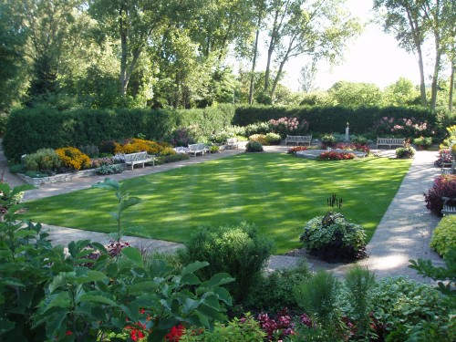 Tips for designing your garden turf ivinghoe turf news for Yard plans landscaping